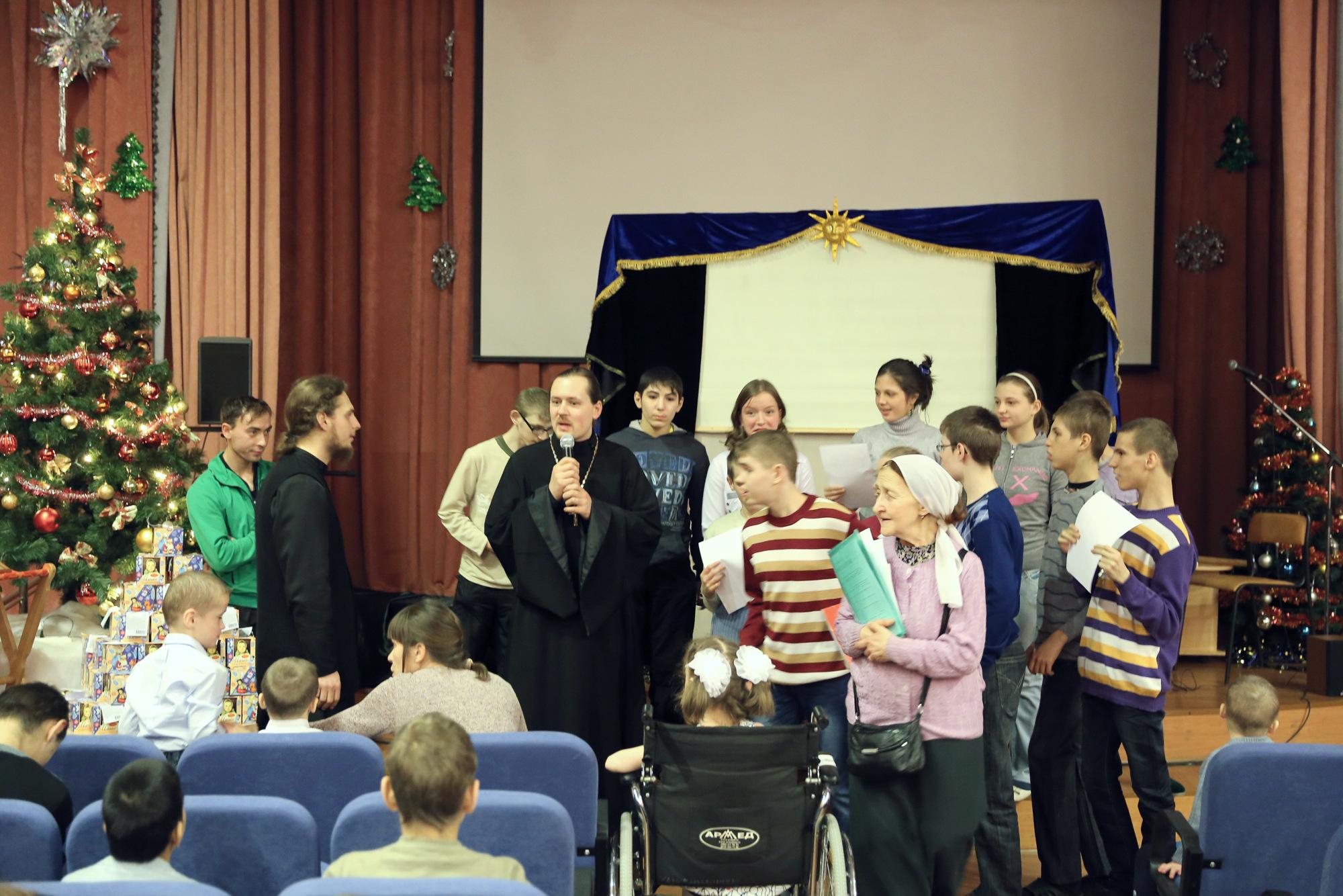 Рождественский праздник в Коломенском детском доме-интернате для умственно-отсталых детей-сирот